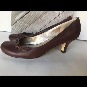 Steve Madden brown sensible small heel size 9.5